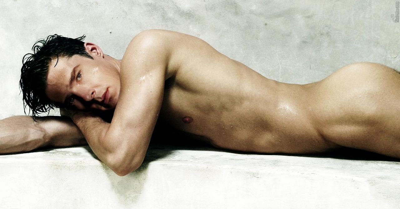 Benedict-Cumberbatch-actor-Sherlock-Star-Trek-naked-nude-ass-butt-5