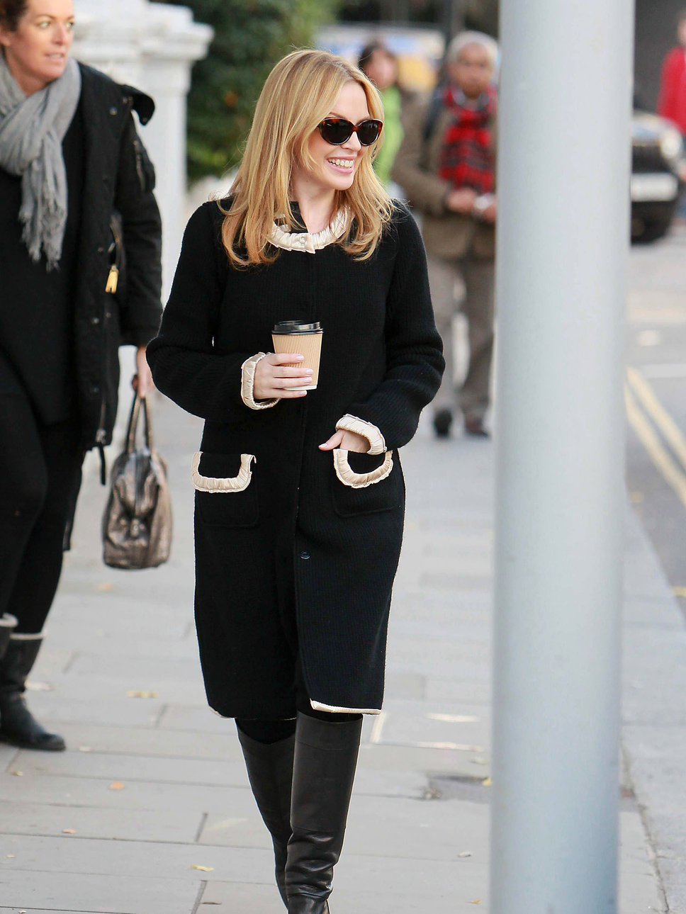 kylie_minogue_looks_very_chic