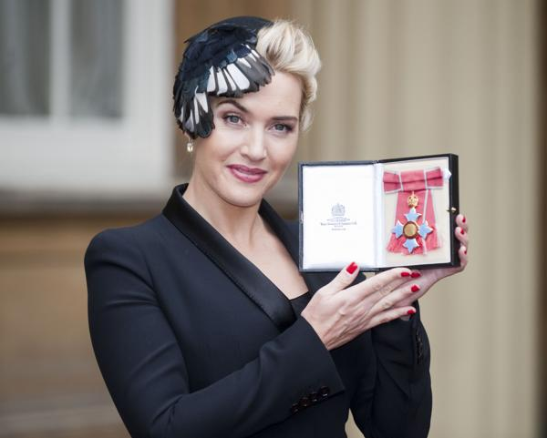 Kate Winslet In Alexander McQueen – Investiture Ceremony (4)