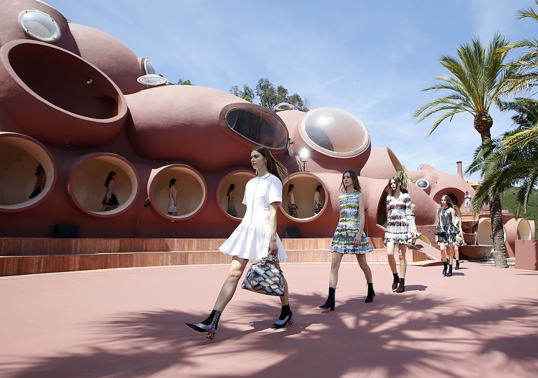 бренд Dior: Raf Simons during the Dior 2016 cruise collection show