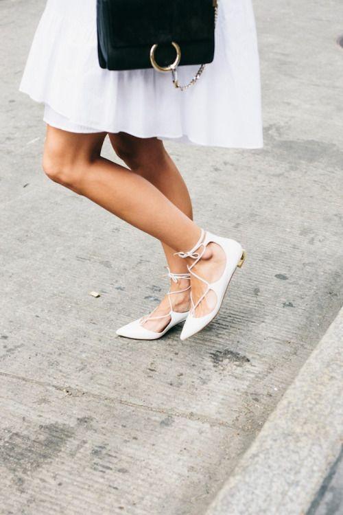 что носить летом: туфли с завязками