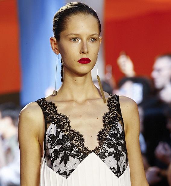 Повторите бельевой стиль с показа: Céline