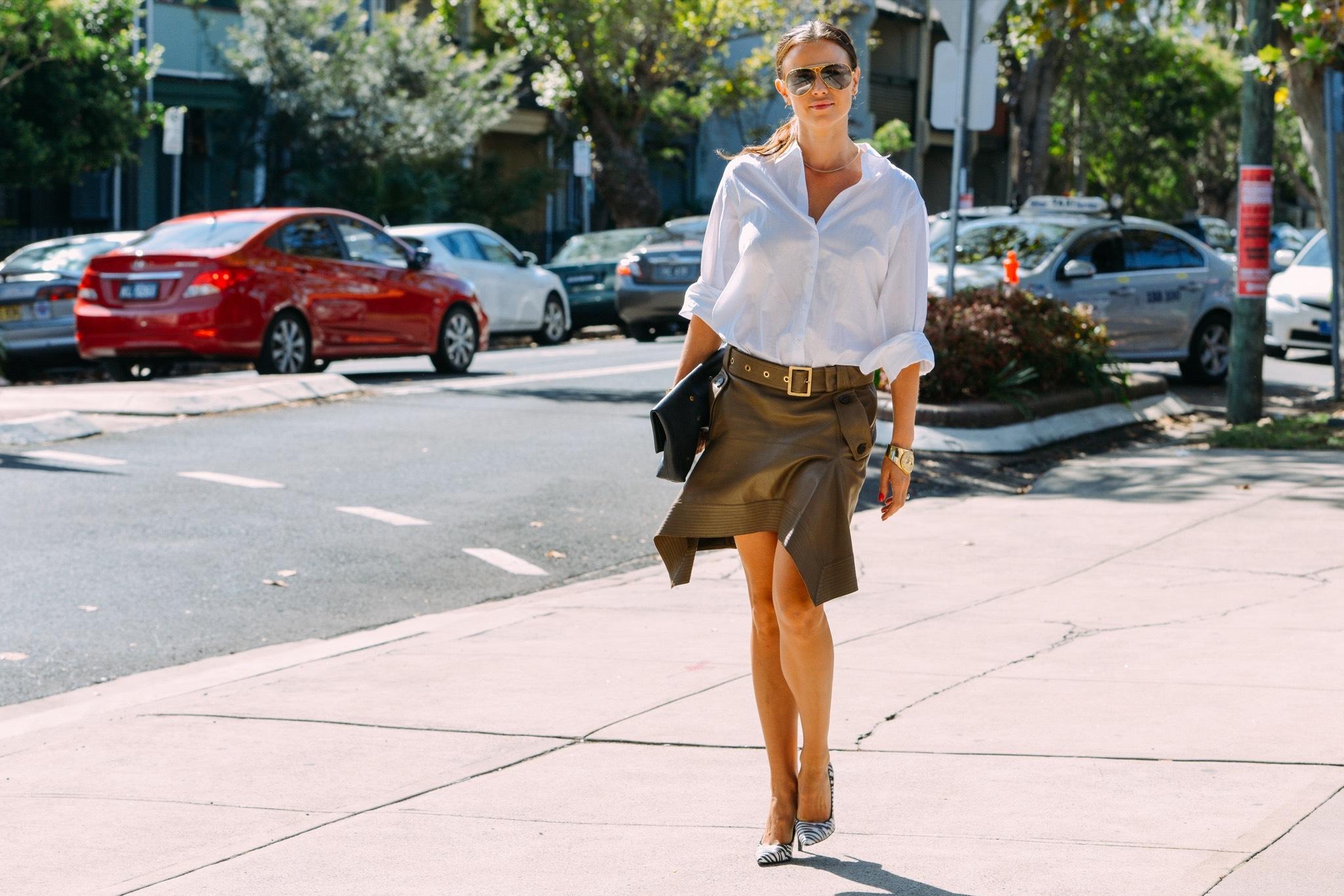 Офисный стиль: рубашка и юбка