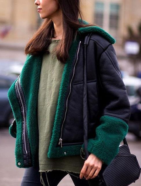 яркий зимний образ 2018, цветной мех, модная дубленка