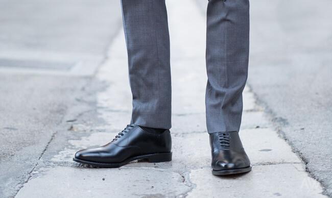 Классические брюки: 5 образов для мужского гардероба