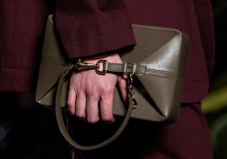 Топ-8 сумок из коллекций нового сезона