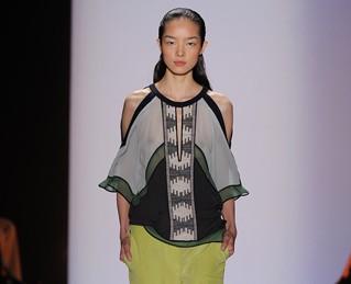 Модные тенденции: акцент на плечи