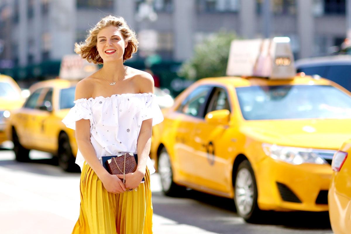 Ходить без лифчика летом стоит или нет?