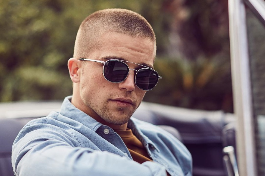 Как выбрать мужские солнцезащитные очки этим летом?